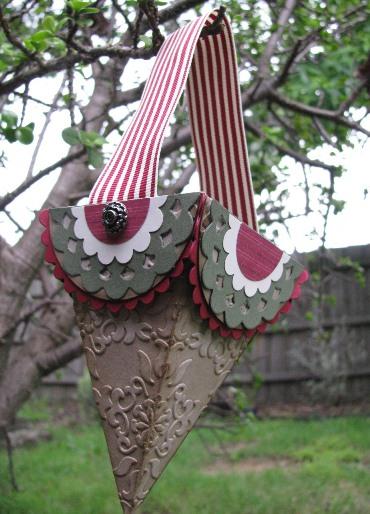 Petal Cone Christmas basket bl
